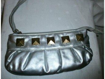 väska,liten silverfärgad handväska