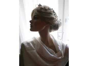 sjal i siden+pannband+örhängen=romantisk sett