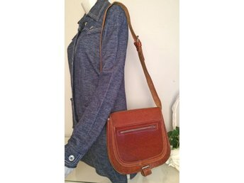 Vintage fri frakt skinnväska väska skinn axelremsväska retro boho 70-tal cognac