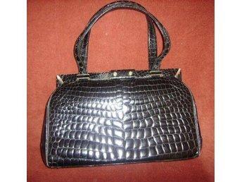 väska,vintage 60 tal,svart läder med krokodil mönster (EJ ÄKTA)