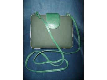 väska,vintage 80-tal,grön läderväska med guldmetall