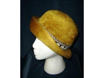 hatt, senapsgul hatt med fjäder,vintage 60-tal