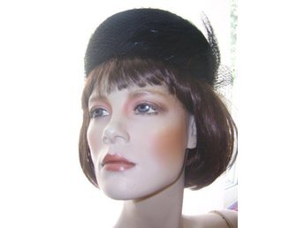 hatt,vintage 60 tal,svart hatt med flor och fjädrar