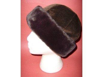 mössa,brun sammetsmössa med kant av äkta fårpäls,lajv,medeltid,viking,vinta