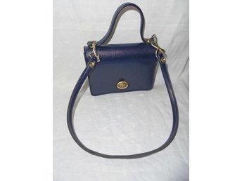 väska, liten blå väska i konstläder, barn