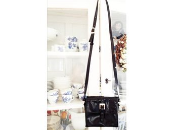 Messenger fri frakt svart axelremsväska väska skinn imitation retro stil spänne