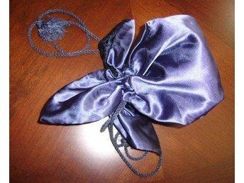 aftonväska,rund mörkblå med svart spets