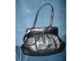 väska,svart handväska med krokopraglad detalj,vintage,50 tal,pinuppa