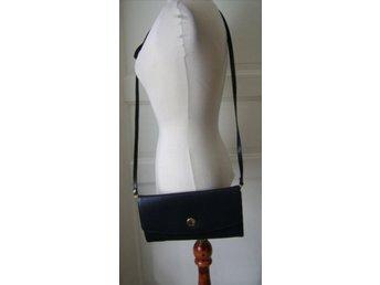 väska, marinblå läderväska,vintage, 70 tal