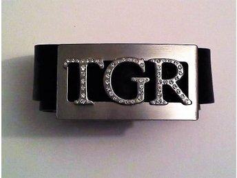 Ett tigerskärp med initialerna TGR med små diamanter säljes