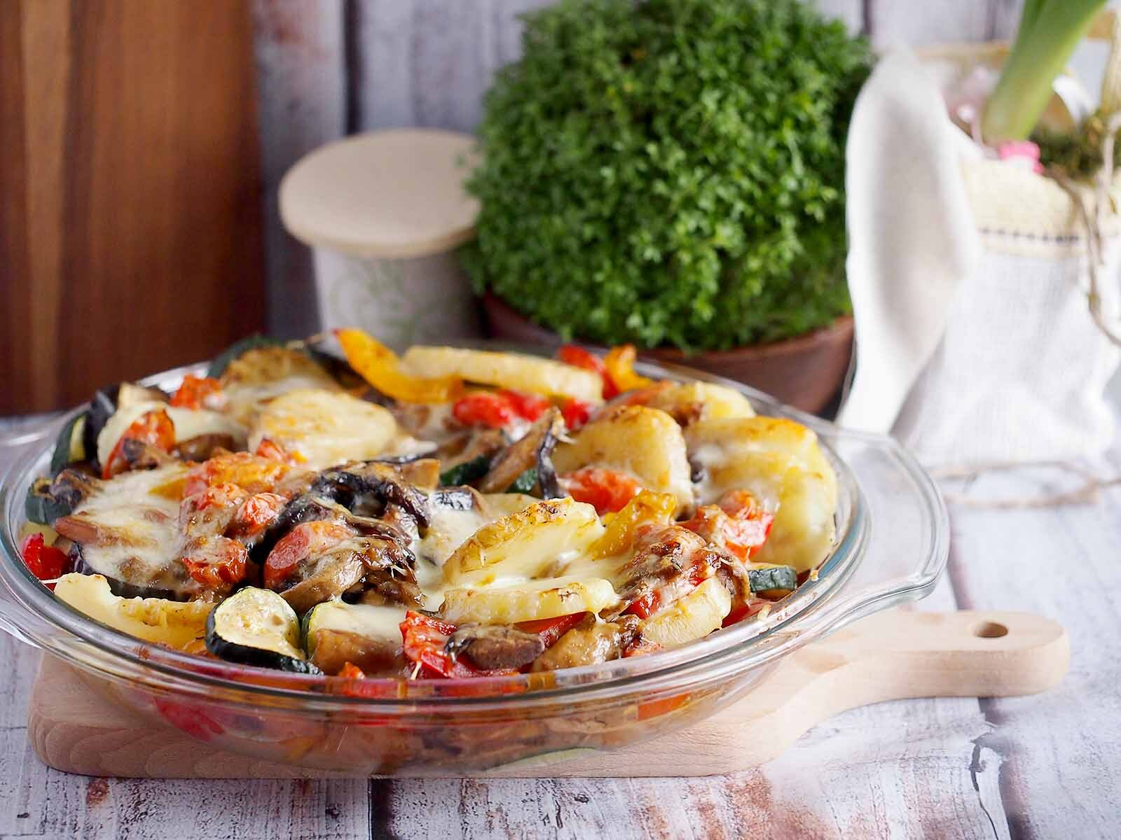 Ziemniaki zapiekane z grzybami i warzywami / Baked potatoes with mushrooms and vegetables