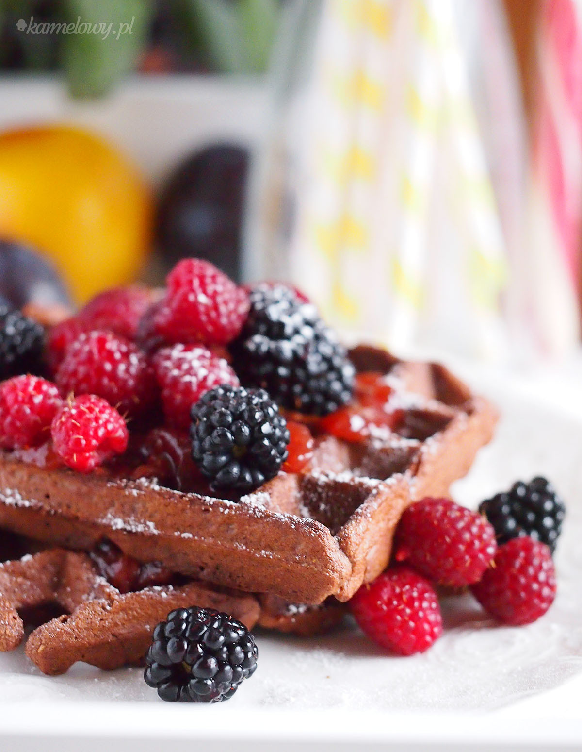 Pełnoziarniste gofry czekoladowe / Chocolate whole wheat waffles