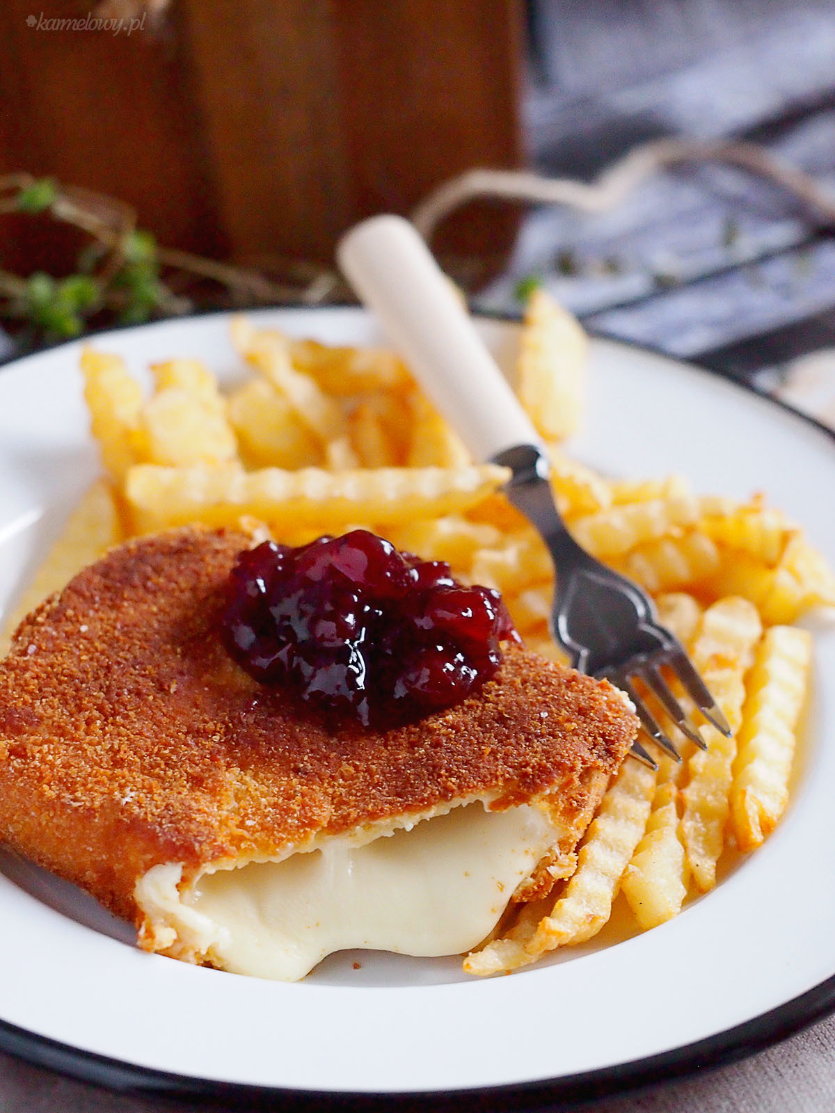 Smażony ser w panierce / Fried cheese