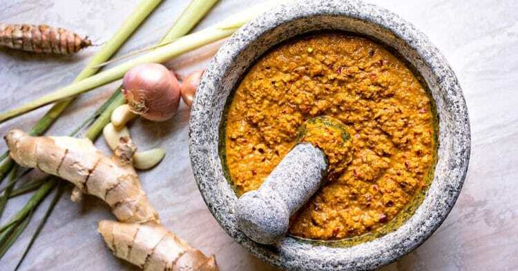 Easy Thai Yellow Curry Paste