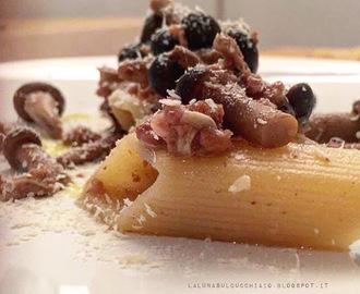 pasta con funghi chiodini e briciole di salsiccia