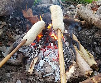 Bage brød på bål opskrifter - myTaste