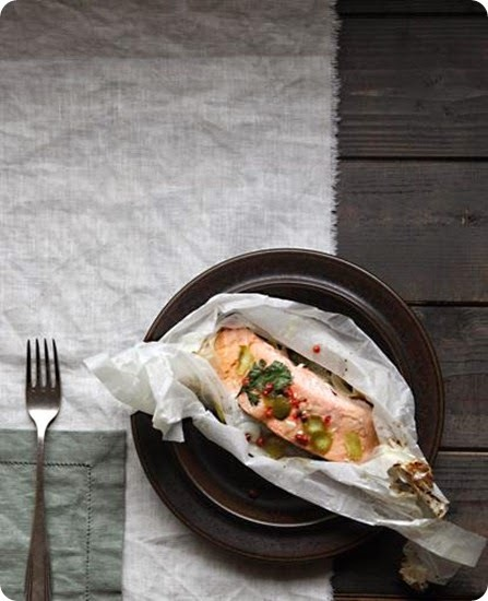 Filetto di salmone al cartoccio con lime e coriandolo.