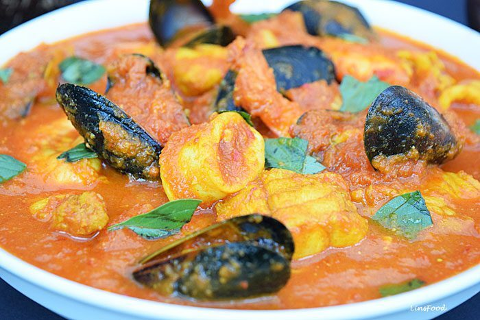 Burmese Seafood Curry – a tomato curry from Myanmar