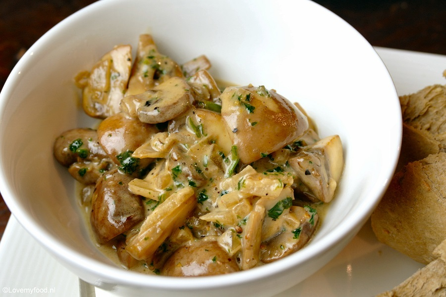 Champignons in sherry-roomsaus
