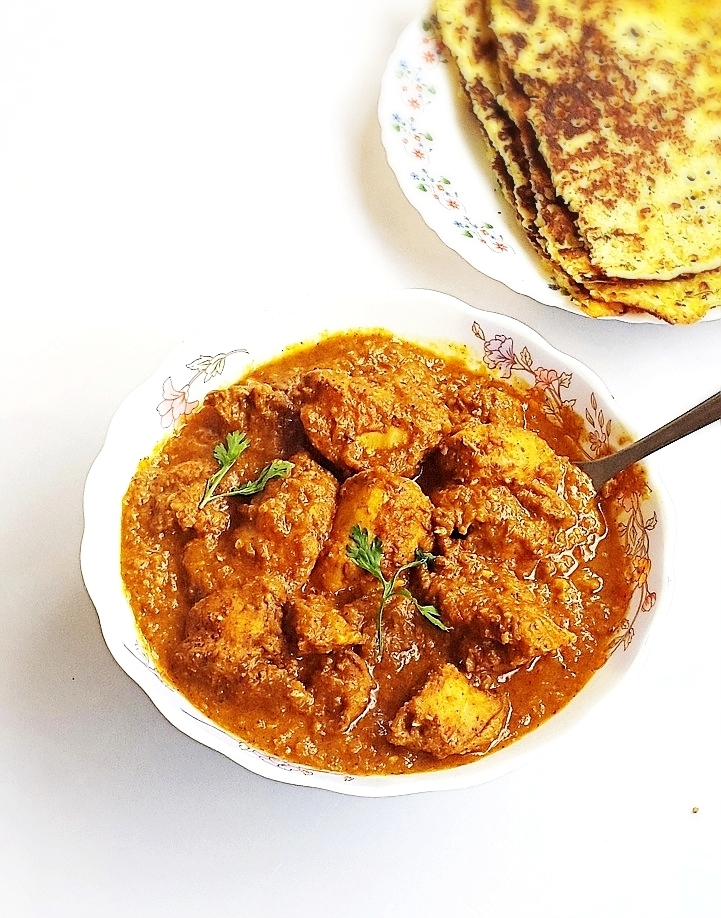 Chicken almond korma recipe – Chicken cooked in a spicy almond, tomatoes and coconut gravy