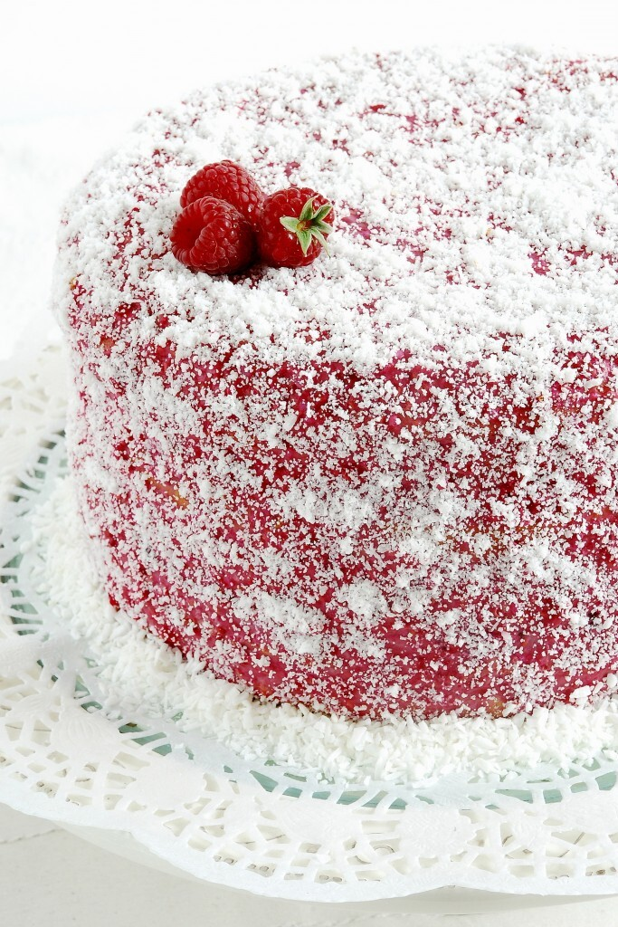 Tort z kremem ryżowo-kokosowym i malinami / Cake with coconut-rice filling and raspberries