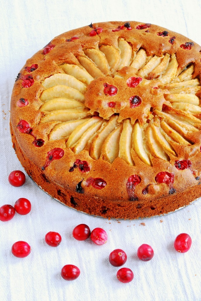 Ciasto z gruszkami i świeżą żurawiną / Cake with pears and fresh cranberries