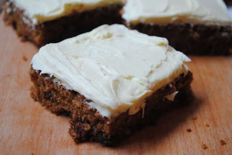 Super simple and easy carrot cake for students