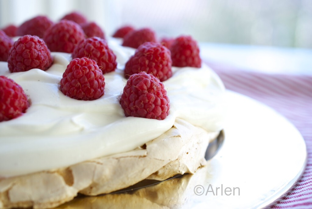 The perfect Pavlova recipe- simple and healthy