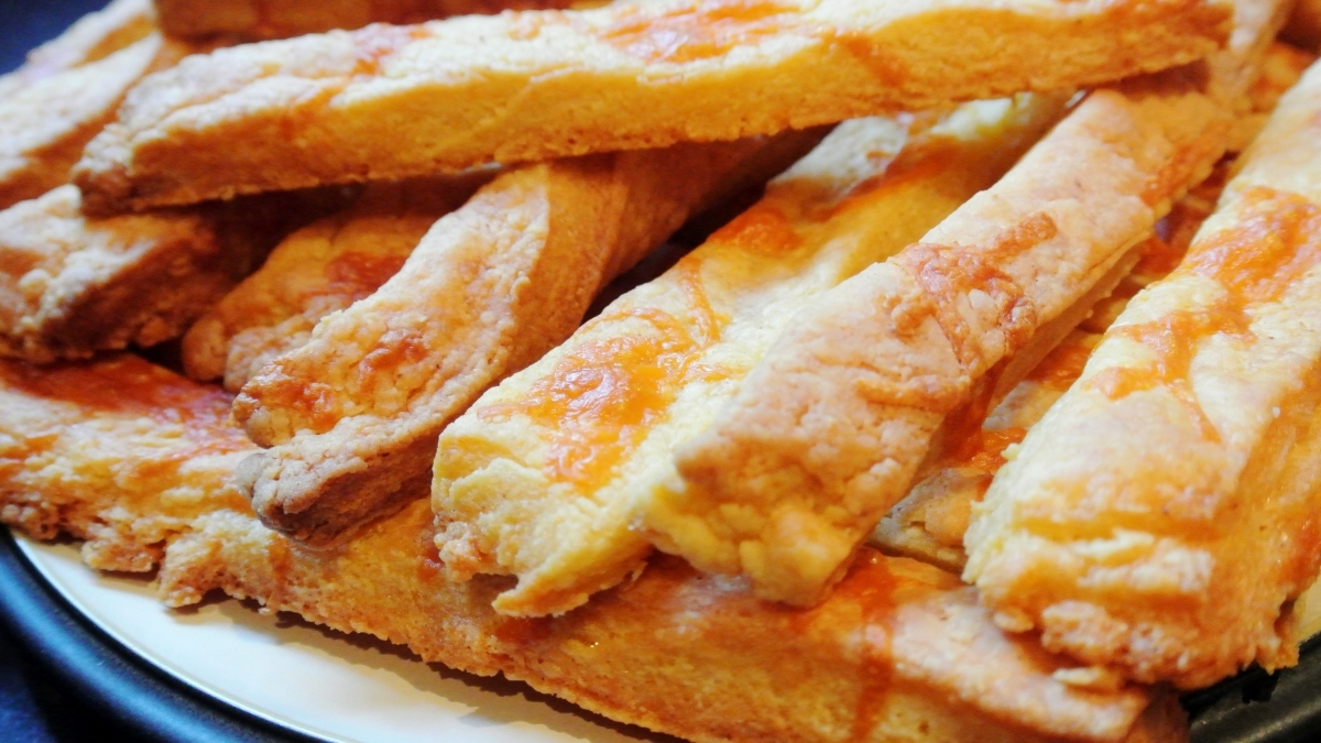 Rachel in the Kitchen: Fiery Cheese Straws