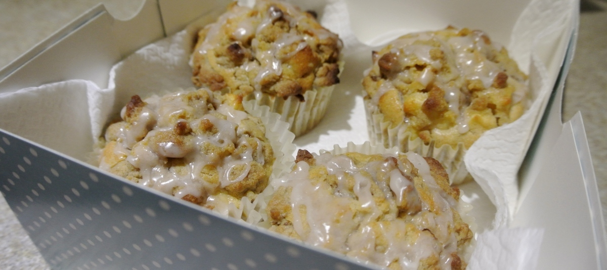 Rachel in the Kitchen: Apple and Cinnamon Crumble Muffins