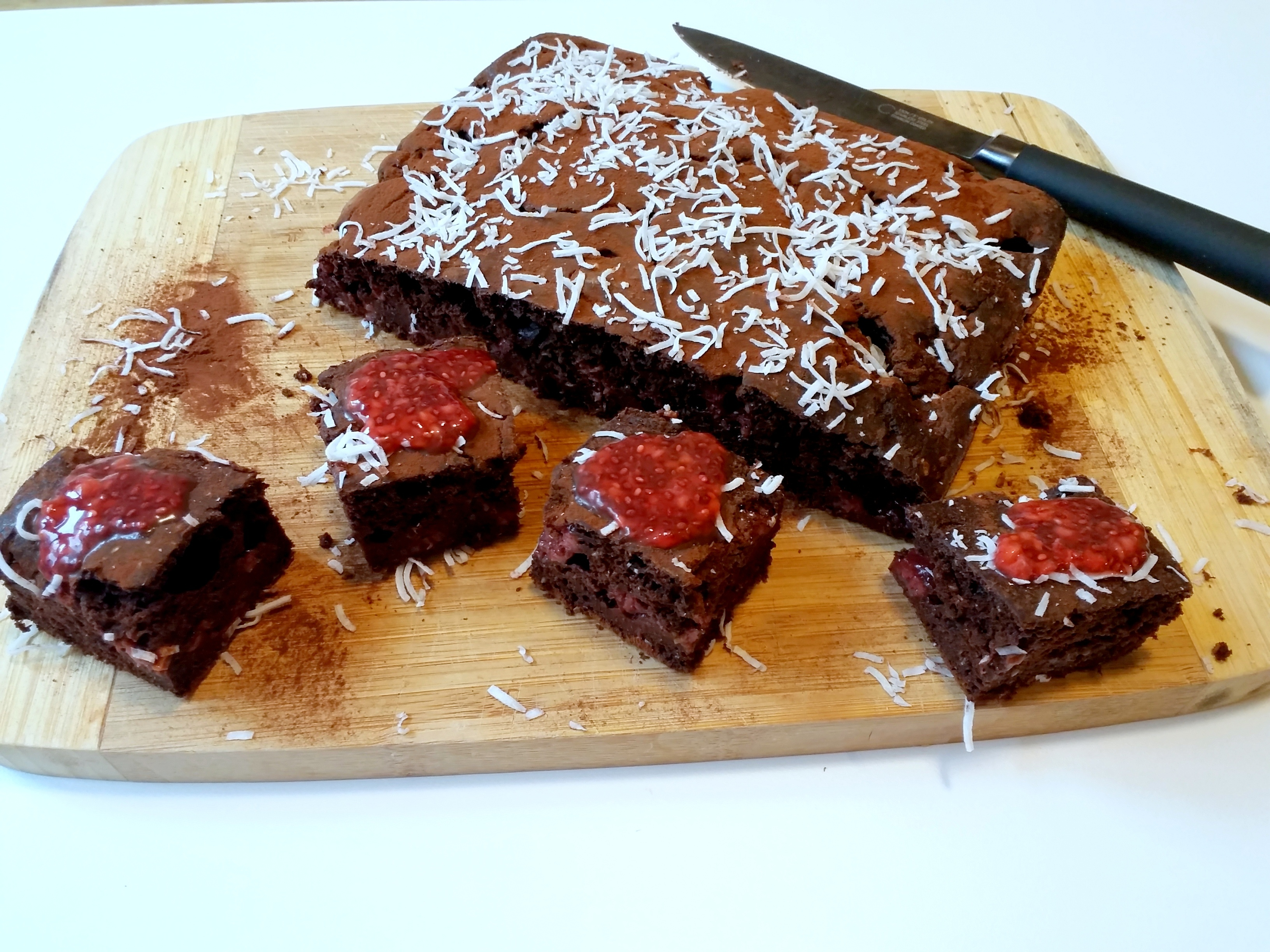 Queque (tipo Brownie) de Chocolate y Frambuesas.