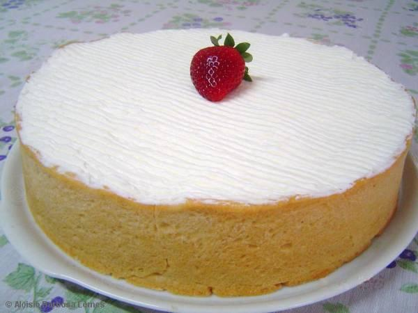 Torta de morango com chantilly