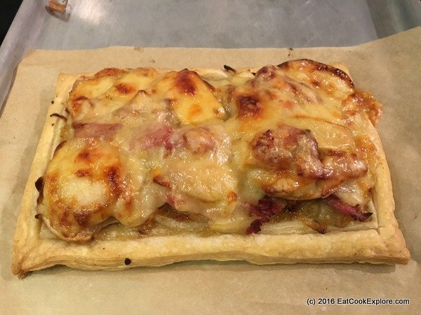 Onion tart with apples, bacon & Comté Cheese
