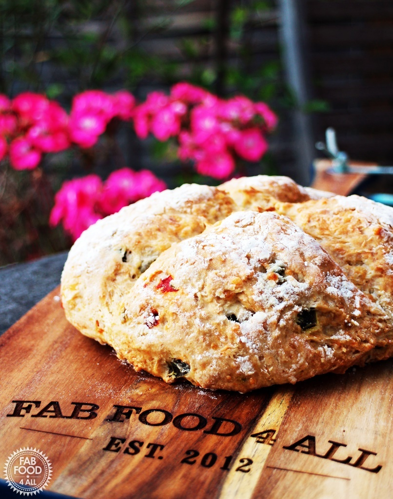 Easy Cheesy Jalapeno Soda Bread – so incredibly tasty!
