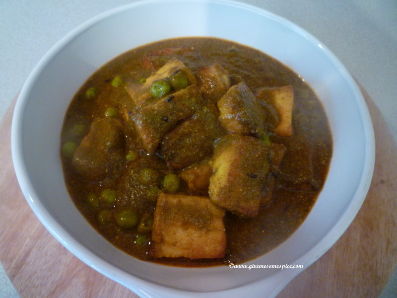 Peas, Spinach and Paneer curry (palak muttar paneer)