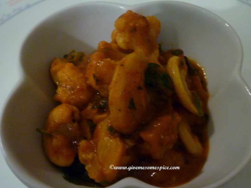 Caulflower and potato curry with cashews (Alu gobi with cashews)