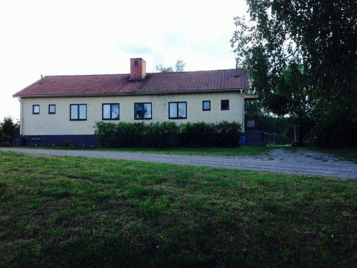 Lägenhet på landet med tillgång till stallplatser