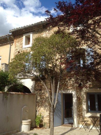 Charmigt hus i Provence uthyres-mitt i vindistriktet