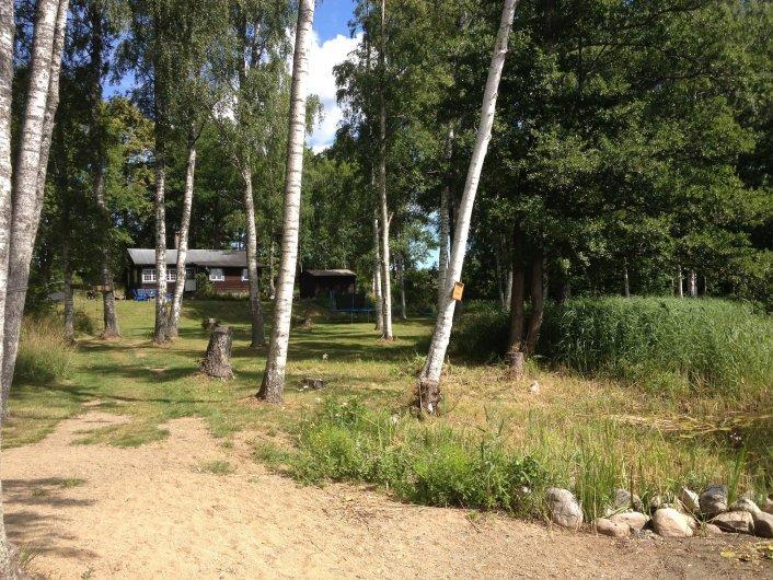 Stuga med sjötomt nära Stockholm