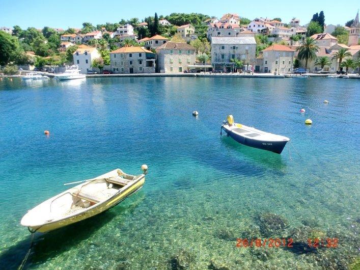 Strandnära lägenhet i Kroatien uthyres, byn Splitska på ön Brac, Dalmatien, 3+1 pers