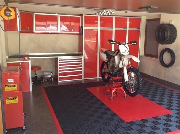 Garage / Plats i garage för MC önskas hyras