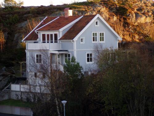 Charmigt hus med båtplats