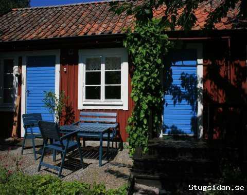 Mysig röd stuga i en fantastisk trädgårdsmiljö, havsnära, Sessebro, Söderåkra, Kalmar - Uthyres