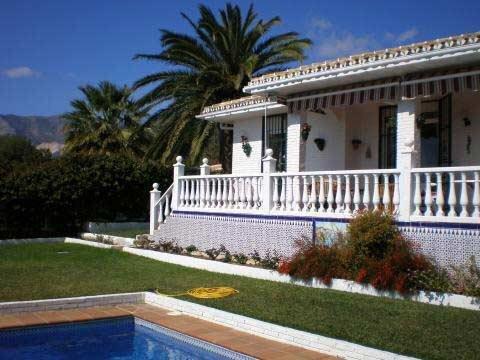 Panoramisk utsikt från denna vackra villa med utomhus jacuzzi, Benalmádena, Spanien - Uthyres