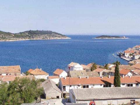 Lägenhet med terass och havsutsikt på ön Vis i Kroatien, Vis, Kroatien - Uthyres