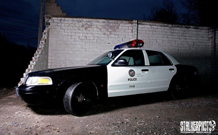 Hyr bil till studenten eller festen. Äkta Polisbil från LAPD uthyres