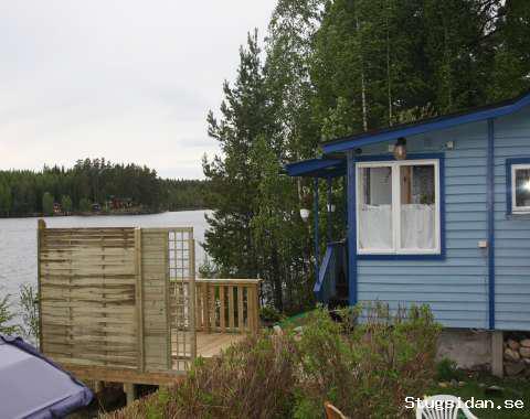 Fritidshus med sjöutsikt att hyra.