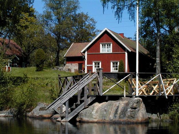 Stuga i Småland vid Ara sjö brygga bastu båt att hyra