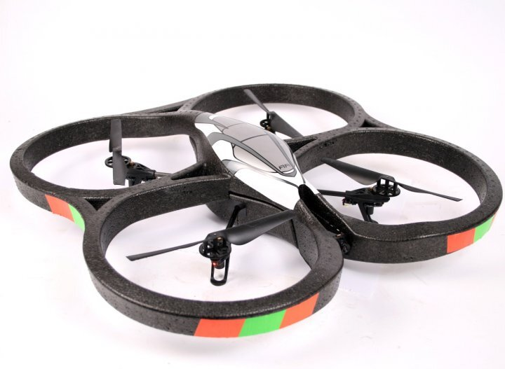Till salu Parrot AR Drone Quadricopter + Wi-Fii Game