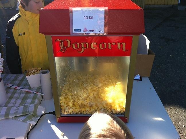 Hyr en Popcornmaskin billigt! Komplett kalaspaket ingår.